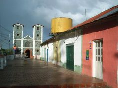 Boulevard de El Palmar al fondo Iglesia San Miguel Arcangel, Padre Pedro Chien, Bolívar.