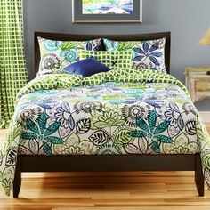 @Overstock - This lavish, reversible Bali comforter set features rich shades of grass green, teal, cobalt blue and off white. This comforter set offers a soothing modern Batik motif for any bedroom in your home.http://www.overstock.com/Bedding-Bath/Bali-Reversible-California-King-size-6-piece-Duvet-Cover-Set/6042429/product.html?CID=214117 $249.99