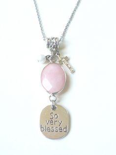 Pachtige christelijke sieraden bij Adája met luxe facet-geslepen edelsteen Jade in 4 mooie kleuren!