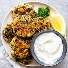 These White Bean and Kale Patties are a quick and easy vegetarian meal! These white bean patties are perfect to make ahead and freeze for later. Vegetarian Recipes Easy, Vegetarian Meal, Prosciutto Asparagus, Baked Greek Chicken, Pulled Pork Tacos, Red Lentil Soup, Chicken Parmesan Recipes, Healthy Peanut Butter, White Beans