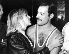 Mary Austin e Freddie Mercury: la love story raccontata nel film Bohemian Rhapsody Mary Austin Freddie Mercury, Queen Freddie Mercury, John Deacon, Bryan May, Freedie Mercury, Divas, Roger Taylor, Queen Band, Queen Queen