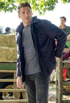 Andrew Walker stars in Love Struck Cafe, part of Fall Harvest on Hallmark Channel.   #FallHarvest #HallmarkChannel