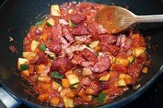 Pasta met chorizo en feta - Leuke recepten Chorizo, Kung Pao Chicken, Feta, Ethnic Recipes, Zucchini