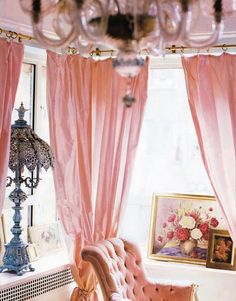 Mmm, those are the curtains I want (but couldn't find even the fabric for) in my dressing room.