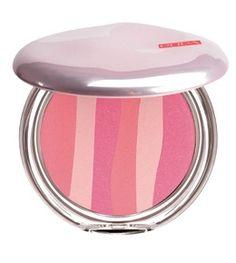 La collezione Pupa in edizione limitata, si ispira agli anni 50... ombretti colori pastello, eyeliner brillanti e rossetti dalle tonalità fresche.