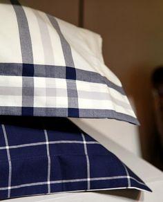 Hullaannu ja hurmaannu: Gantin kauniin syksyisiä tekstiilejä Bed Pillows, Pillow Cases, Home, Pillows, House, Homes, Houses