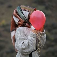 """""""I want to fly a balloon to the hopes"""". """"I want to fly a balloon to the hopes"""". Casual Hijab Outfit, Hijab Dress, Muslim Girls, Muslim Couples, Turkish Hijab Style, Pics For Dp, Muslim Hijab, Girl Hijab, Pashmina Scarf"""