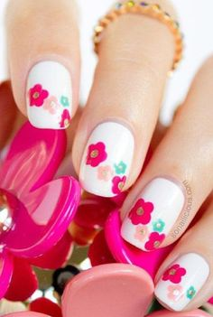 Amazing Floral Nail Designs To Copy This Spring