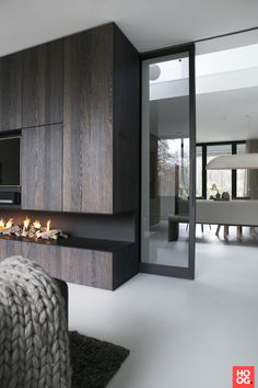 glass sliding door - February 26 2019 at Minimalist Interior, Modern Interior Design, Interior Architecture, Home Living Room, Living Room Designs, Muebles Living, Fireplace Design, Linear Fireplace, Interior Barn Doors
