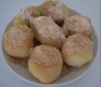 Jahodové ( meruňkové) knedlíky ze spařeného těsta Muffin, Cookies, Breakfast, Desserts, Food, Biscuits, Morning Coffee, Muffins, Meal