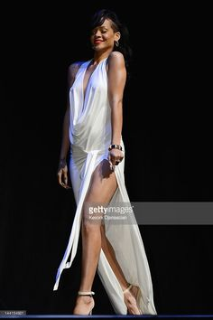 Actress/Singer Rihanna attends the Los Angeles premiere of 'Battleship' at Nokia Theatre L. Live on May 2012 in Los Angeles, California. Rihanna Love, Rihanna Riri, Rihanna Style, Jenifer Lawrence, Looking Gorgeous, Beautiful, Her Style, Cool Girl, High Fashion