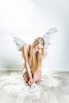 A re-edit of a picture out of the Feathers shoot, two years ago. Model : Lindsey