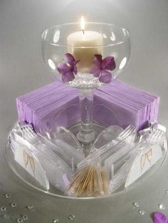 Centerpieces with napkins and serving- interesting, maybe for a buffet table