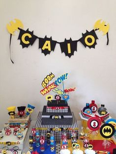 """ATENÇÃO    Por gentileza, só clique em """"COMPRAR ESTE PRODUTO"""" quando tiver certeza da compra.  O cancelamento de pedidos prejudica o vendedor.      Trouxinha de bom bom personalizada  Medidas da trouxinha : 4 cm de diâmetro x 12,50 cm de altura.  Bom Bom sonho de valsa ou ouro branco revestido em... Batman Birthday, Batman Party, Baby Boy Birthday, Lego Batman, Superhero Party, Kids Birthday Themes, Birthday Design, Happy Birthday Banners, 1st Birthday Parties"""