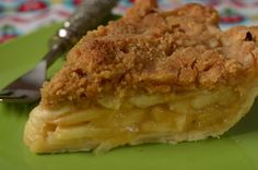 Recipe here: http://www.joyofbaking.com/PiesAndTarts/AppleCrumblePie.html Stephanie Jaworski of Joyofbaking.com demonstrates how to make an Apple Crumble Pie...