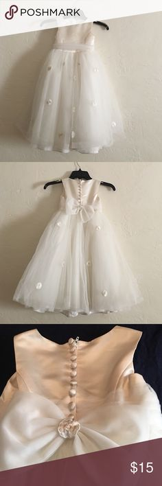 DAVIDS BRIDAL CHILDS FLOWER GIRL DRESS TODDLER 3 PREOWNED WORN ONCE TO A WEDDING BEAUTIFUL DAVIDS BRIDAL TODDLER IVORY FLOWER GIRL DRESS IN IVORY. NEEDS SPOT CLEANING ON FRONT AND THEREBIS SOIL UNDER HEM FRIM WALKING ON GROUND. NOTHING MAJOR BEAUTIFUL DRESS AT A FRACTION OF RETAIL DAVIDS BRIDAL Dresses Wedding
