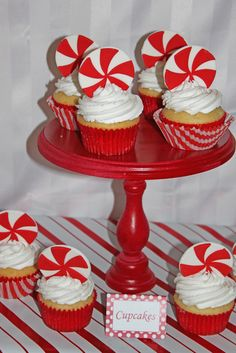 Peppermint Christmas Party Cupcakes #peppermint #cupcakes