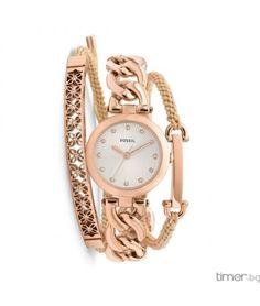 Прекрасен дамски комплект Fossil в цвят – розово злато, който включва часовник и две гривни в комбинация от текстил и стомана с нежни акценти и камъни.