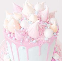JapanCandyBox.com ❤ Japanese Candy Subscription Box Rosa Desserts, Desserts Roses, Cute Desserts, Cute Snacks, Cute Food, Dessert Kawaii, Unicorn Foods, Rainbow Food, Dessert Drinks