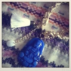 Pulsera buda grande azul Grande, Pearl Necklace, India, Pearls, Jewelry, Fashion, Blue Nails, Bangle Bracelets, String Of Pearls