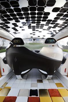 2011 Renault R-Space Concept Interior - 2 cameras replacing mirrorposition - 2 displays beneath interior mirror