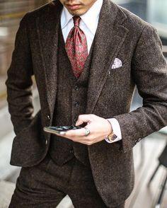 "The Lord Edward: Photo gentlemenscholarsclub: ""Brown tweed three-piece suit from La Marche in Korea. Brown Tweed Suit, Brown Suits, Tweed Suits, Tweed Men, Mens Brown Suit, Tweed Wedding Suits, Grey Suits, Mens Fashion Blog, Mens Fashion Suits"