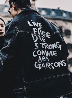 J'ai essaye acheter t-shirt de Comme Des Garcons mais j'ai decide le ne acheter pas.