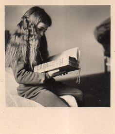 Cassie reading the True Book of Faerie www.susansetteducato.com
