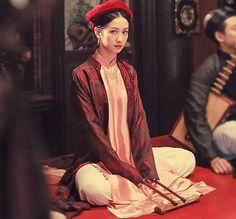 t ph?c bi?u di?n Ca trù (Vietnam) Vietnamese Clothing, Vietnamese Dress, Vietnamese Traditional Dress, Traditional Dresses, Ao Dai, Asian Fashion, Girl Fashion, Vietnam Costume, Beautiful Vietnam