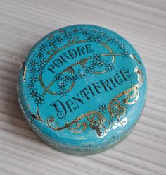 Your place to buy and sell all things handmade Vintage Lunch Boxes, Vintage Tins, Vintage Stuff, Vintage Antiques, Cookie Tin, Product Labels, Metal Containers, Imperial Russia, Vintage Typography
