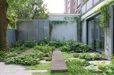 A Fraction Of The Whole - Garden design by Carolien Barkman, . A Fraction Of The Whole - Garden de Terrace Garden, Garden Spaces, Modern Landscaping, Garden Landscaping, Landscaping Ideas, Contemporary Landscape, Landscape Design, Small Gardens, Outdoor Gardens