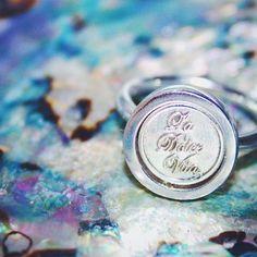 La dolce vita. Mi moneda ring #ring #mimoneda @mimoneda @mimoneda_uk_ireland #ring #silver #jewelry #jewellery #jewels #shell #color #colour #fashion #pretty #beauty #beautiful #fashionista #dolcevita #rings #boho #bohemian #colorful #silverring #mimonedaring #moneda