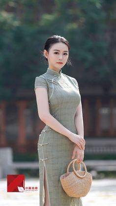 微博 - MyKingList.com Oriental Dress, Oriental Fashion, Asian Fashion, Girl Fashion, Womens Fashion, Hijab Style Dress, Cheongsam Dress, Pierre Balmain, Ao Dai