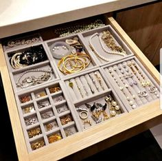 TheseNEW DIY Jewelry Drawer Organization Velvet Storage Trays will keep your jewelry collection organized in style and with simplicity. Not only will your beautiful jewelry collection look chic but… Diy Jewellery Drawer, Jewelry Armoire, Diy Jewelry Organizer Drawer, Jewelry Closet, Diy Organizer, Jewellery Box, Dresser Organization, Jewelry Organization, Organization Ideas