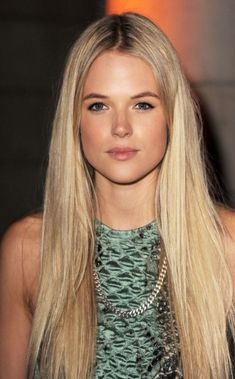 Fan Cast: Gabriella Wilde as Alice - Beautiful but no nonsense and powerful Storm Angel who takes on the identity of former model Elizabeth Marshall. Gabriella Wilde, Perfect People, Pretty People, Pretty Face, New Hair, Hair Inspiration, Blonde Hair, Blonde Straight Hair, Makeup Looks