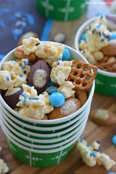 It's football season and I'm sharing a sweet and salty treat to snack on while you to cheer on your favorite NFL or college team! Truly addictive, this popcorn mix is a winning combination an… Batgirl Party, Popcorn Mix, Football Food, Sweet And Salty, Football Season, Appetizers, Panther, Treats, Seasons