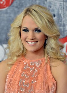 Carrie Underwood Long Curls - Carrie Underwood Hair Looks - StyleBistro Carrie Underwood Pictures, New Hair Do, Bright Eyeshadow, Long Curls, Hair Dos, Cute Hairstyles, Her Hair, Carry On, Beauty Hacks