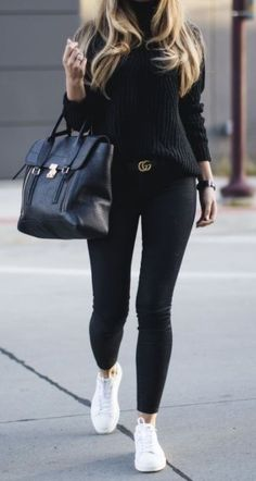 Looks estilosos com legging preta Legging preta suéter preto e tênis branco. looks estilosos looks femininos moda feminina looks dia a dia The post Looks estilosos com legging preta appeared first on Zahn Gesundheit. Casual Work Outfits, Mode Outfits, Fall Outfits, Chic Outfits, How To Wear Casual, Classy Outfits, Summer Outfits, Airport Outfits, 30 Outfits
