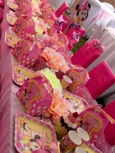 Table at a Minnie Mouse Party #minniemouse #party