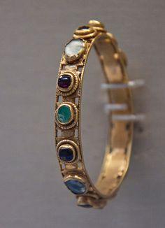 Roman gold bracelet, with precious stones, ca. 4th century A.D.