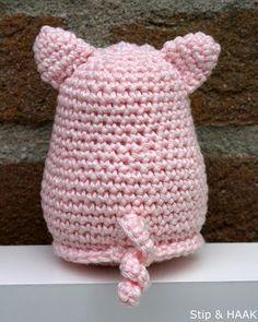 Stip & HAAK: Varkentje Pip Crochet Pig, Crochet Dolls, Crochet Stitches, Crochet Projects, Dinosaur Stuffed Animal, Beanie, Knitting, Sewing, Toys