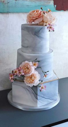 Need some inspiration for your cake design? Which style of cake should you choose? What should it taste like? The wedding cake style will. cakes unique The Prettiest & Unique Wedding Cakes We've Ever Seen Pretty Wedding Cakes, Unique Wedding Cakes, Wedding Cakes With Flowers, Wedding Cake Designs, Wedding Cake Toppers, Unique Weddings, African Wedding Cakes, Pastel Wedding Cakes, Cool Cake Designs