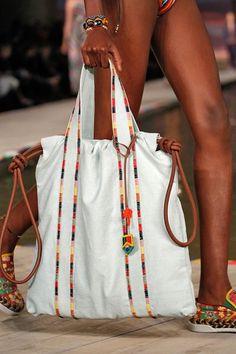 New sewing fabric bags fun ideas Canvas Shopper Bag, Reversible Tote Bag, Purse Tutorial, Patchwork Bags, Denim Bag, Fabric Bags, Cloth Bags, Handmade Bags, Gift Bags