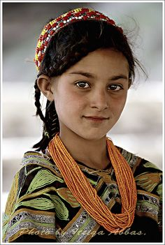 The Kalash are indigenous people of the Hindu Kush mountain range, residing in the Chitral district of the North-West Frontier Province of Pakistan, an indigenous population from South Asia, or members of Alexander the Great's army. Kids Around The World, We Are The World, People Around The World, Beautiful Children, Beautiful People, Population Du Monde, Kalash People, Light Eyes, Alexander The Great