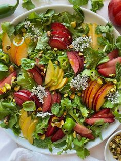 This sweet and spicy salad is the perfect summer side Main Dish Salads, Dinner Salads, Veggie Sandwich, Vegan Meal Plans, Vegan Soup, Vegetarian, Stuffed Pepper Soup, Grilled Vegetables, Meals For The Week