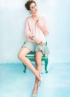 A atriz de 19 anos estrela a campanha da coleção Candy da Amsterdam Sauer, toda feita com pedras em tons pastel