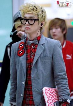 I usually don't prefer bow ties, but if you can pull it off, (like Key, here,) then have at it! Bravo