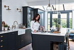 Juliet Batchelder & her Suffolk kitchen Shaker Kitchen, New Kitchen, Kitchen Dining, Kitchen Decor, Kitchen Ideas, Room Kitchen, Kitchen Designs, Kitchen Island, Charcoal Kitchen