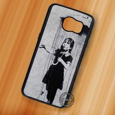 Girl in The Rain Banksy Art - Samsung Galaxy S7 S6 S5 Note 7 Cases & Covers