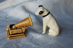 """Vintage Salt & Pepper Shakers RCA Nipper the Dog and """"His Master's Voice""""."""